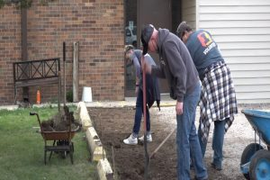 """First Interstate Bank serving community through service projects during """"Volunteer Day"""""""
