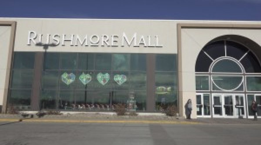 Strong Black Friday crowd makes its way to Rushmore Mall businesses