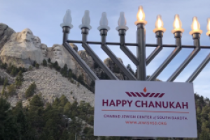 SD's only Rabbi holds celebration of Hanukkah at Mount Rushmore