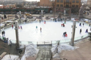 Main Street Square ice rink a big hit for holiday weekend outdoor enthusiasts