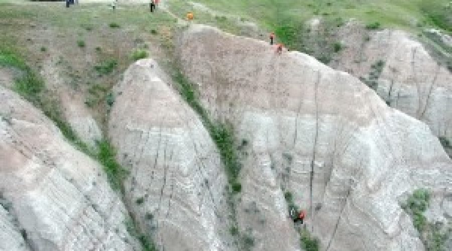 Three people rescued from ravine at Badlands National Park